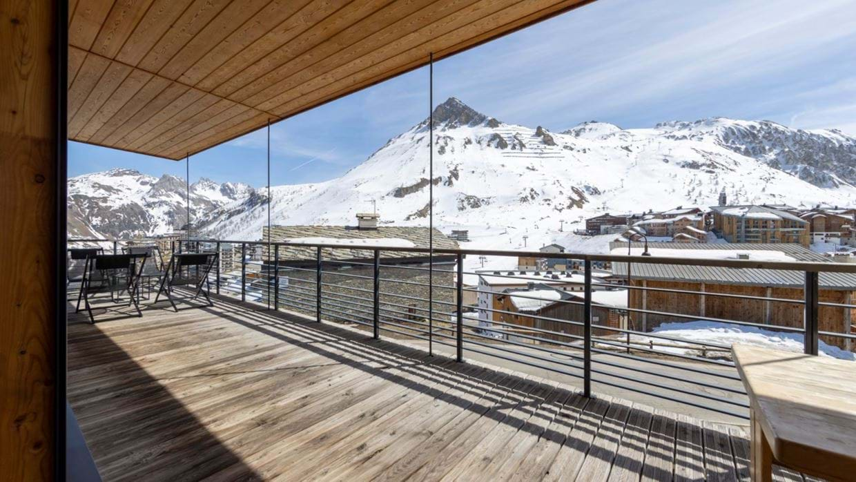 luxury-ski-chalet-tignes-refugev-oxford-ski-balcony (1).jpg