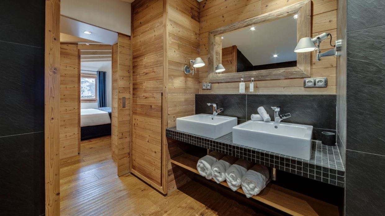 luxury-ski-chalet-tignes-refugev-oxford-ski-bathro (3).jpg