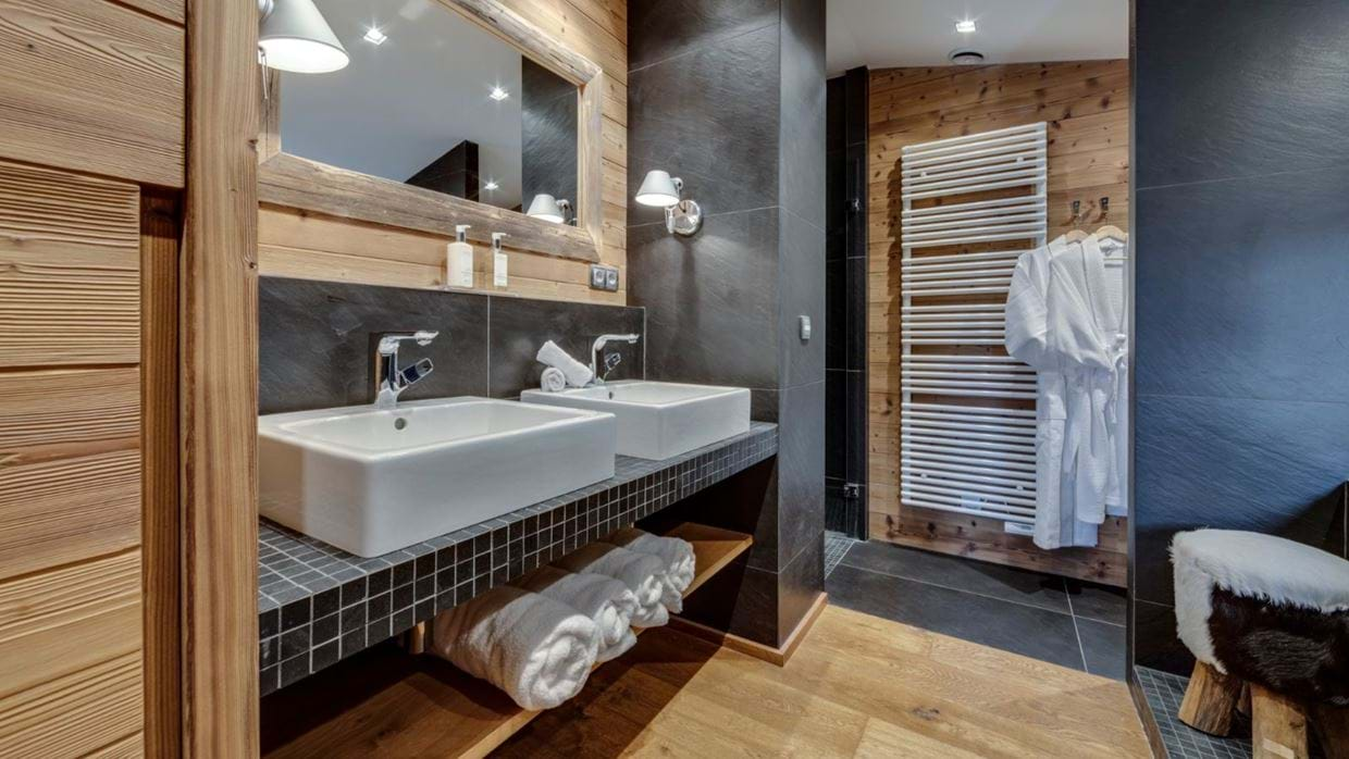 luxury-ski-chalet-tignes-refugev-oxford-ski-bathro.jpg