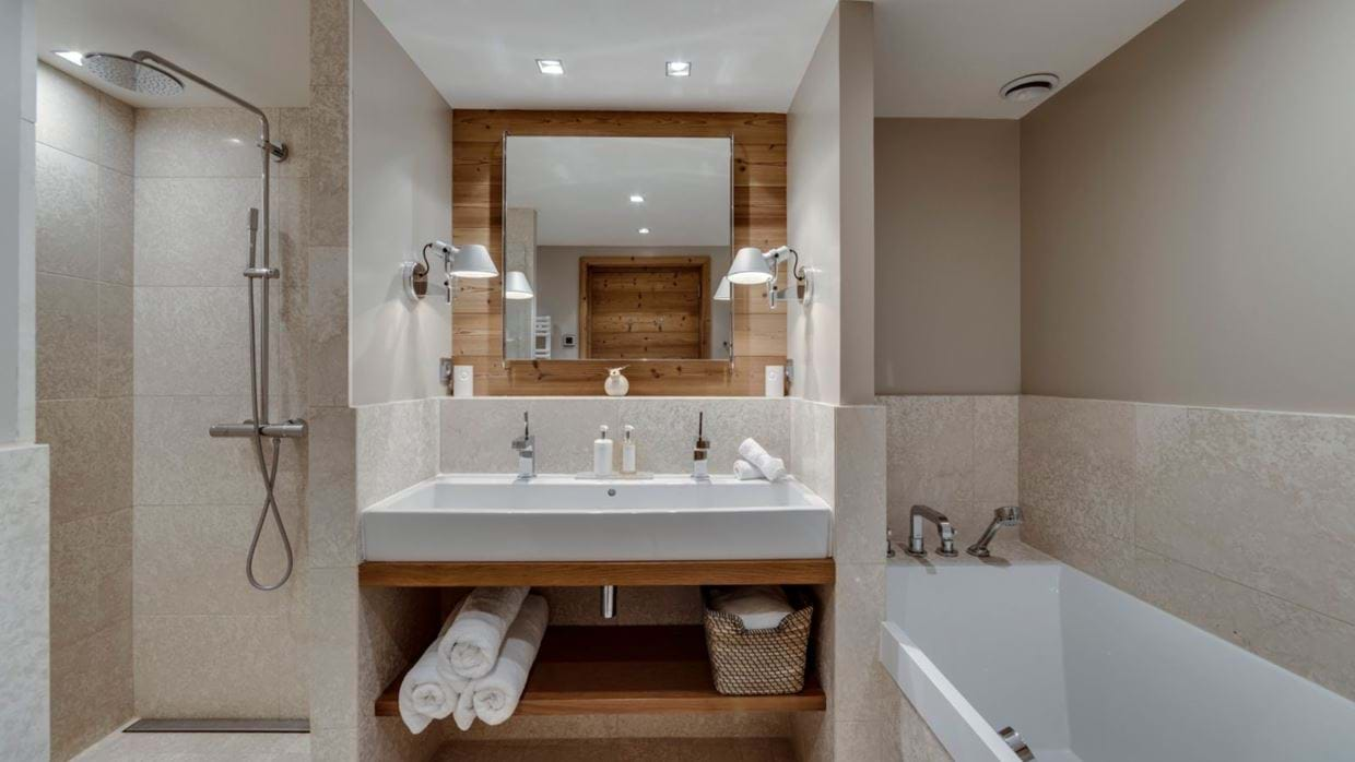 luxury-ski-chalet-tignes-refugev-oxford-ski-bathroom (1).jpg