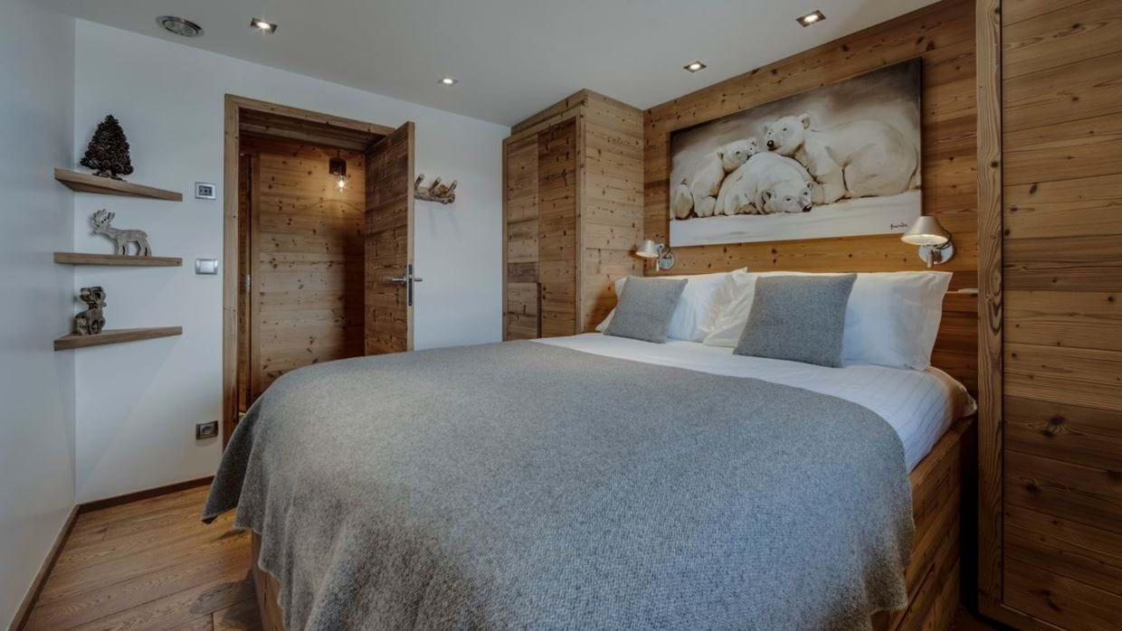 luxury-ski-chalet-tignes-refugev-oxford-ski-bedroom (1).jpg