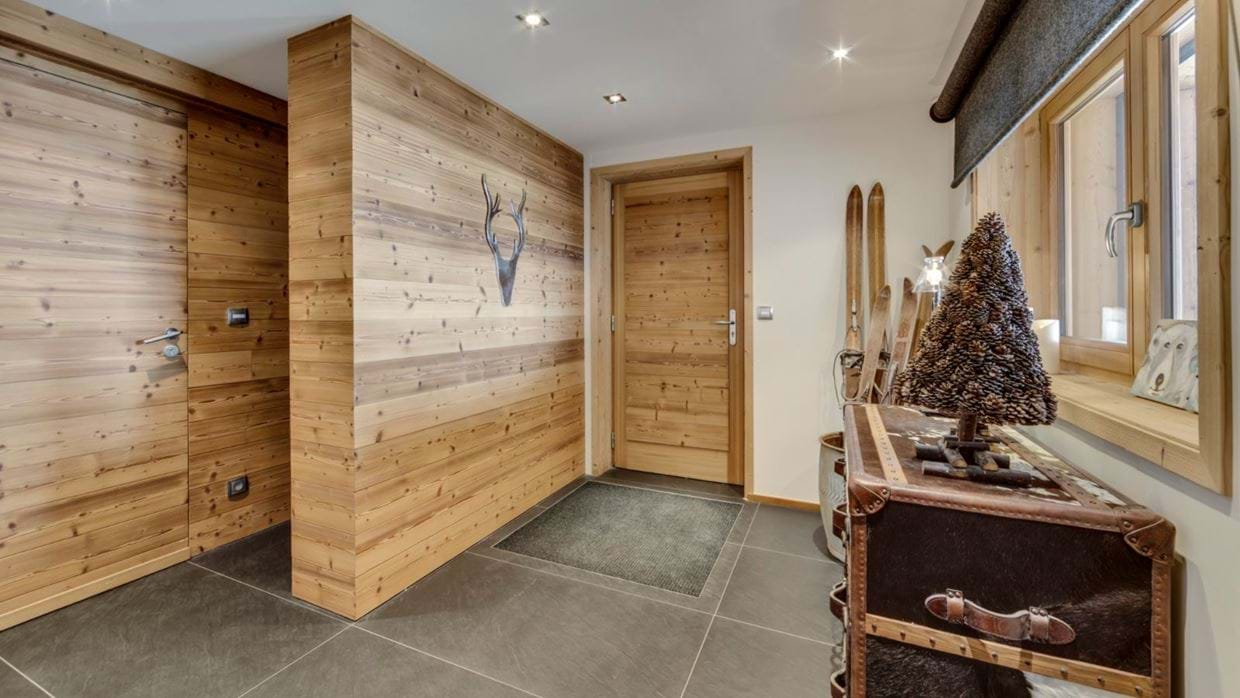 luxury-ski-chalet-tignes-refugev-oxford-ski-hall.jpg